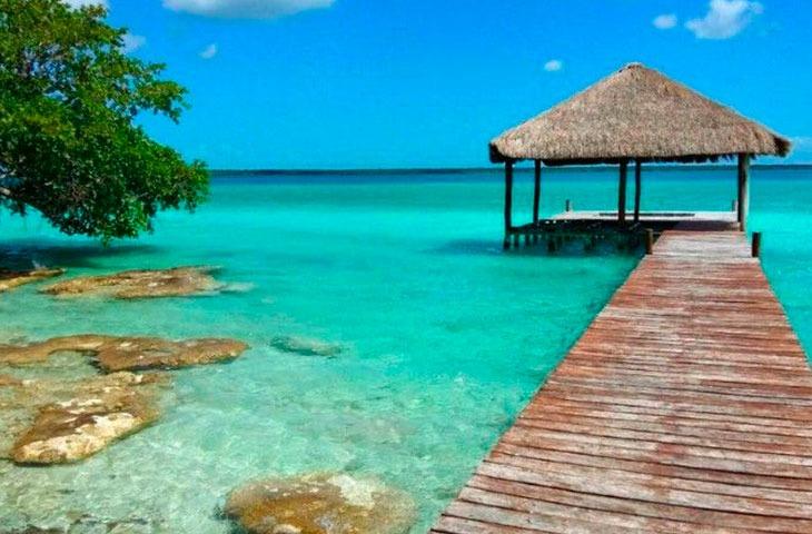 visiste de la lagune de bacalar de playa del carmen
